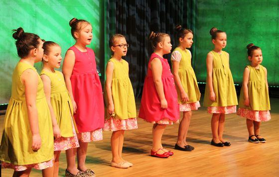 """Krimūnu tauta nama bērnu vokālais ansamblis """"Sienāzīši'"""